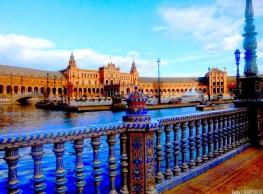 عناق ساحة إسبانيا