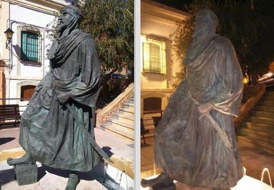 تكسير تمثال الملك خيران العامري بألمرية