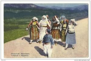 نساء ألبانيات في بداية القرن 20م